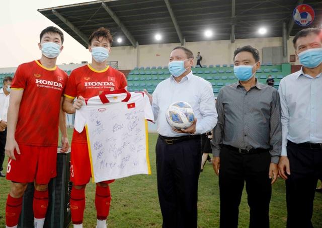 Chốt hợp đồng tiền tỷ, Phan Văn Đức quyết lấy vé đi UAE - 4