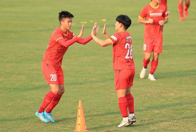 Chốt hợp đồng tiền tỷ, Phan Văn Đức quyết lấy vé đi UAE - 1