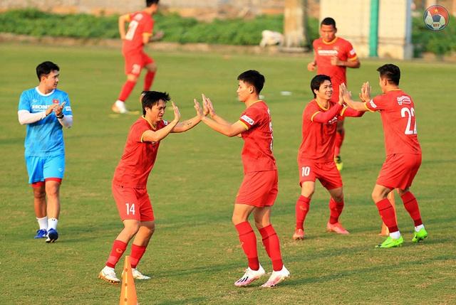 Chốt hợp đồng tiền tỷ, Phan Văn Đức quyết lấy vé đi UAE - 2