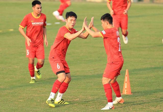 Chốt hợp đồng tiền tỷ, Phan Văn Đức quyết lấy vé đi UAE - 3