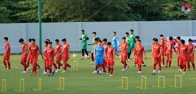Vì sao HLV Park Hang Seo mang đến 28 cầu thủ đi UAE? - 1