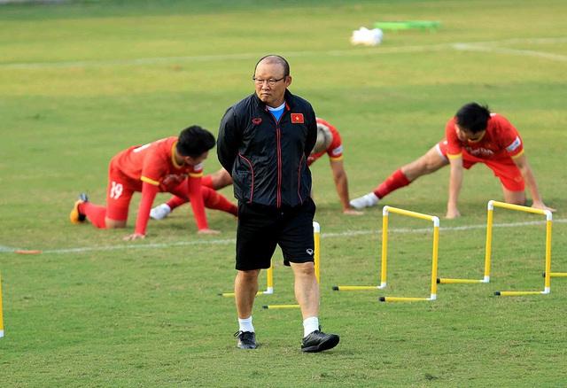 Vì sao HLV Park Hang Seo mang đến 28 cầu thủ đi UAE? - 2