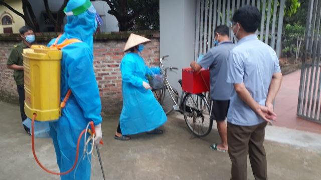 Hình ảnh bầu cử đặc biệt chưa từng có tại điểm nóng Covid-19 Bắc Giang - 2
