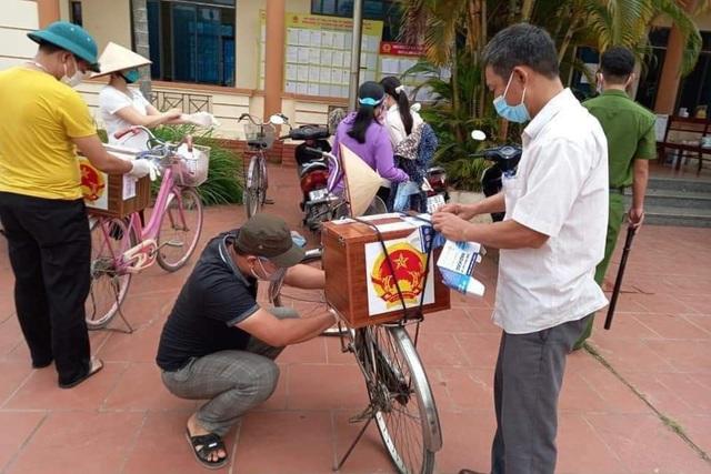 Hình ảnh bầu cử đặc biệt chưa từng có tại điểm nóng Covid-19 Bắc Giang - 5