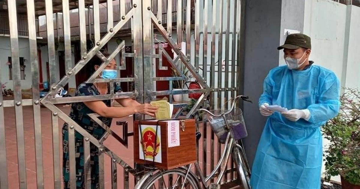 Hình ảnh bầu cử đặc biệt chưa từng có tại điểm nóng Covid-19 Bắc Giang