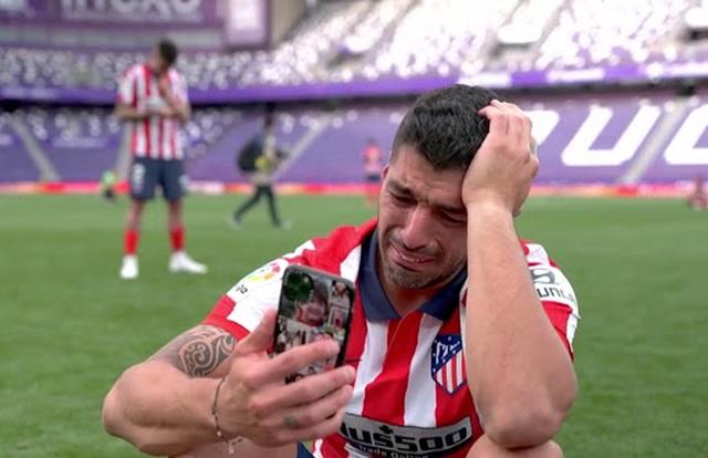 Người hùng Luis Suarez: Từ cục nợ đến cục vàng… - 1