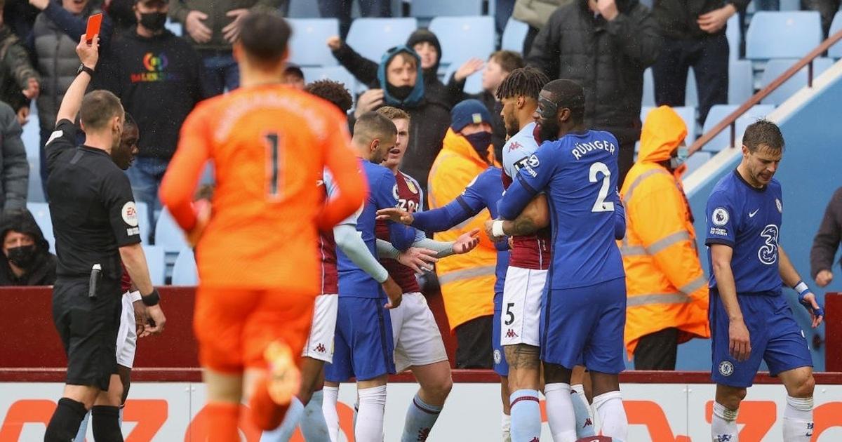 """Sập bẫy"" ở Villa Park, Chelsea thoát ""thảm họa"" nhờ Tottenham"