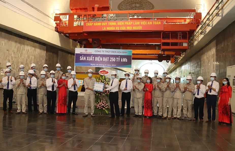 Nhà máy Thủy điện Hòa Bình đạt mốc sản xuất 250 tỷ kWh điện