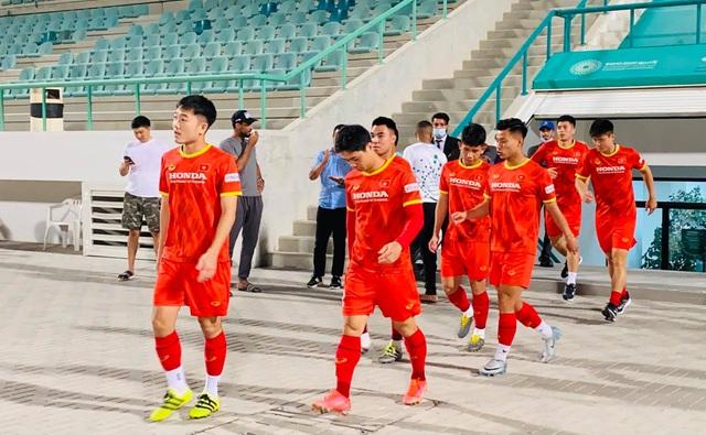Công Phượng, Quang Hải bở hơi tai vì bài chạy 10 vòng sân - 1