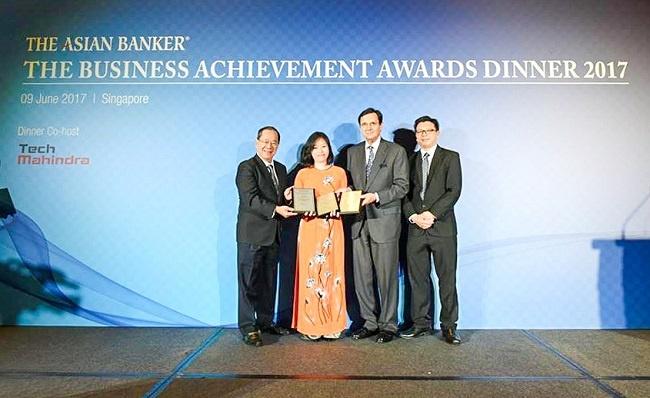 vietcombank duoc the asian banker trao 3 giai thuong