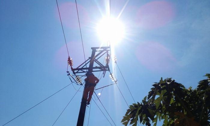 Thợ điện - Gian nan mùa nắng nóng