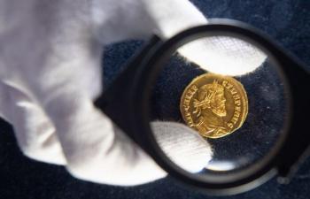 Ăn may vớ đồng xu vàng hiếm có, bán được hơn 16 tỷ đồng