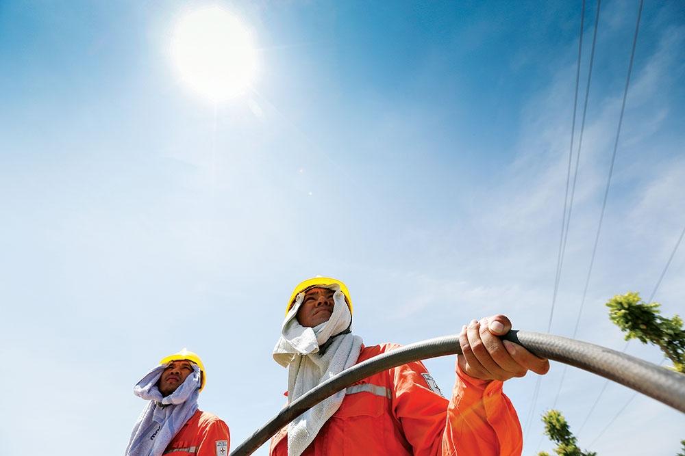 Căng thẳng vận hành hệ thống điện mùa nắng nóng