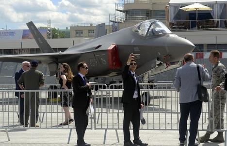 Vũ khí Mỹ đắt hàng sau căng thẳng với Iran, Nga