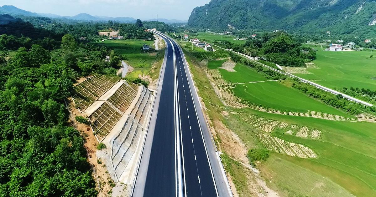 Một tỉnh Trung Quốc có 2.000km cao tốc, Việt Nam 35 năm làm được 400 cây