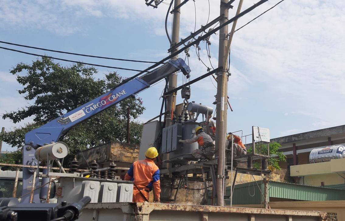 Nắng nóng khắt nghiệt, thách thức không nhỏ trong vận hành cung ứng điện