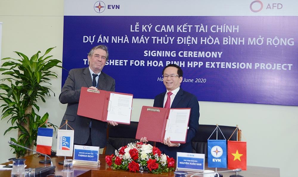 Lễ ký cam kết tài chính dự án Nhà máy Thủy điện Hòa Bình mở rộng