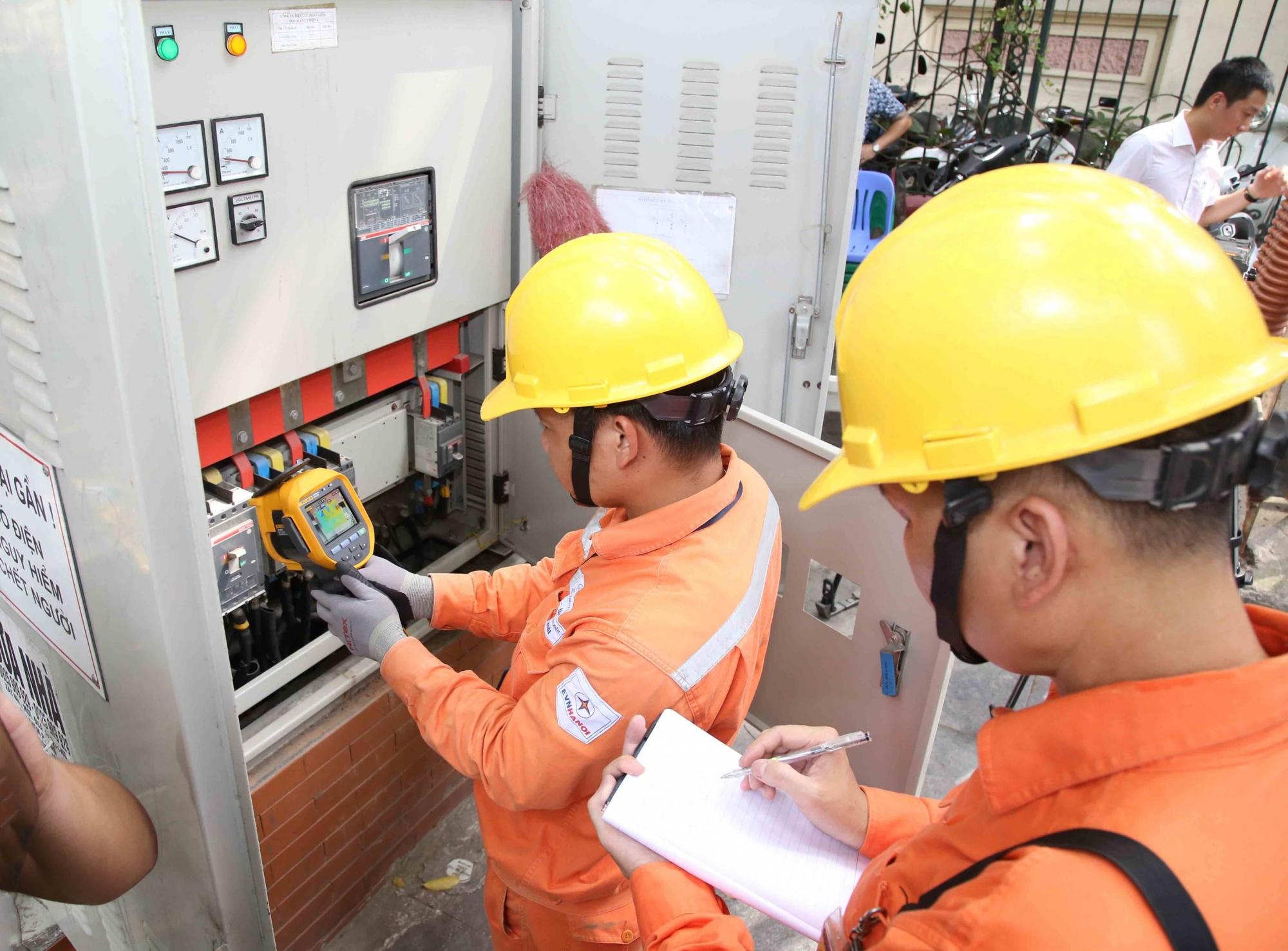 Tiếp tục huy động tối đa các nguồn điện than, khí để đảm bảo cung cấp điện trong cao điểm nắng nóng
