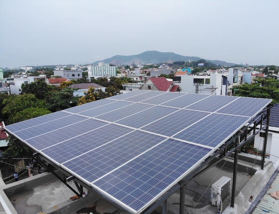 Nắng nóng, điện mặt trời mái nhà phát huy lợi ích