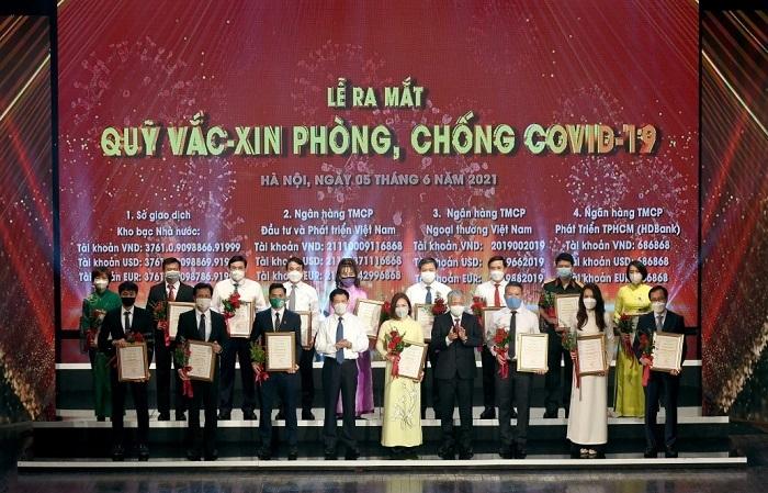 VietinBank ủng hộ 60 tỷ đồng Quỹ vắc-xin phòng, chống Covid-19