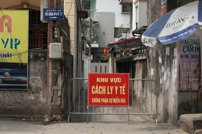 Người bán rau dương tính, Hà Nội phong tỏa khu dân cư và bệnh viện - 1