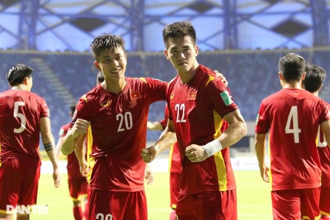 Đội tuyển Việt Nam sáng cửa đi tiếp hơn UAE, Trung Quốc - 1