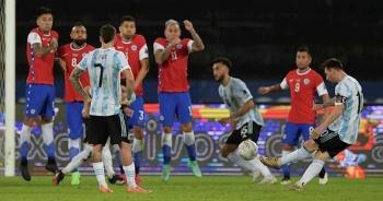 Messi lập siêu phẩm, Argentina vẫn hòa thất vọng với Chile