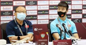 HLV Park Hang Seo đuổi phóng viên UAE vì hành động quay lén