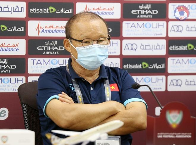 HLV Park Hang Seo đuổi phóng viên UAE vì hành động quay lén - 1