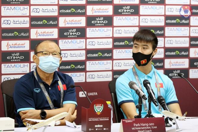 HLV Park Hang Seo đuổi phóng viên UAE vì hành động quay lén - 2