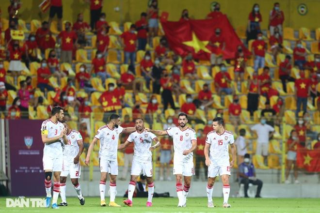 HLV UAE: Chúng tôi suýt chút nữa bị đội tuyển Việt Nam cầm hòa - 1
