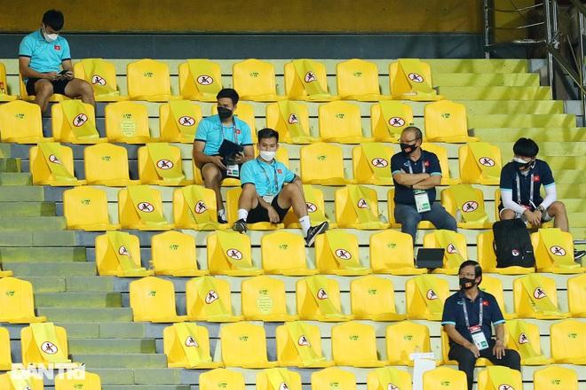 HLV Park Hang Seo hò hét, giục đội tuyển Việt Nam tấn công UAE - 1