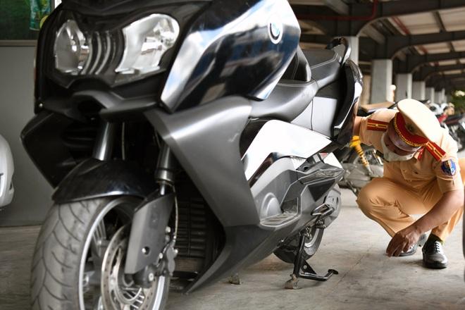 Nhiều cuộc gọi lạ xin CSGT bỏ qua cho siêu mô tô BMW không rõ nguồn gốc - 2