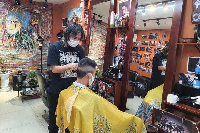 Hà Nội mở lại hàng cắt tóc, bán đồ ăn uống tại chỗ từ 0h ngày 22/6 - 1