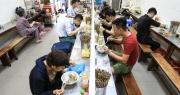 Hà Nội mở lại hàng cắt tóc, bán đồ ăn uống tại chỗ từ 0h ngày 22/6