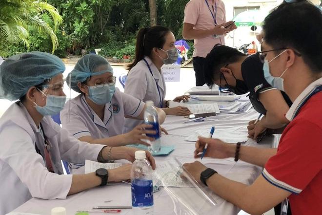 Được tiêm vắc xin thời điểm này chính là món quà sức khỏe ý nghĩa - 9