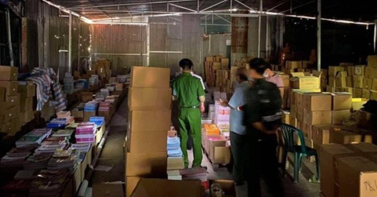 Bắt 2 giám đốc cùng nhiều nhân viên, thu giữ hơn 3 triệu cuốn sách giả