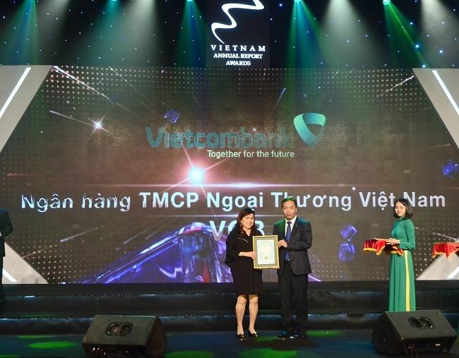 vietcombank duoc binh chon la doanh nghiep co bao cao thuong nien tot nhat 2017