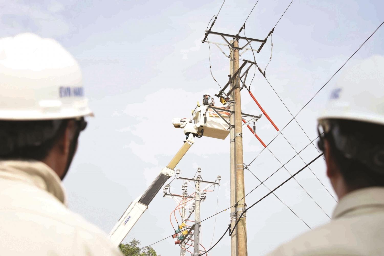 Một ngày với thợ điện hotline