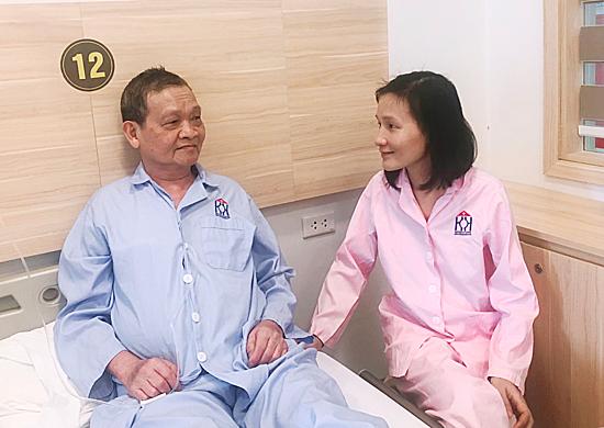 Hai bố con cùng chống chọi với ung thư giai đoạn cuối
