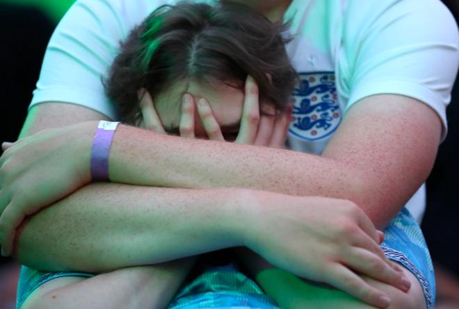Người Anh rơi lệ sau thất bại ngay tại thánh địa Wembley - 7
