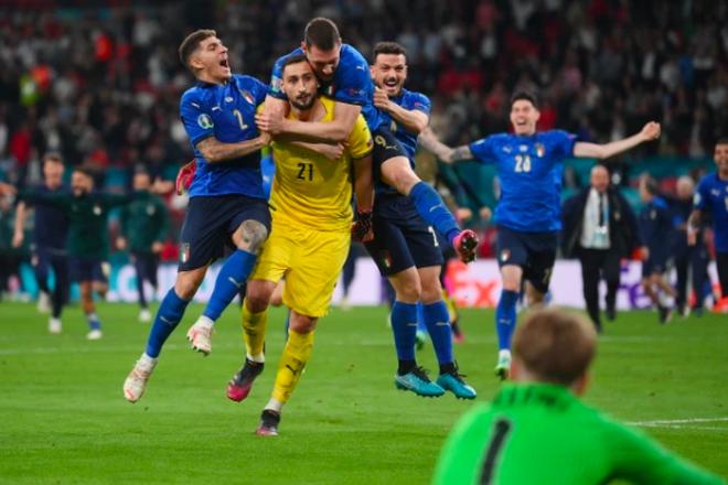 Người Anh rơi lệ sau thất bại ngay tại thánh địa Wembley - 5
