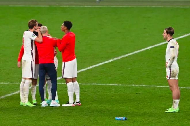 Người Anh rơi lệ sau thất bại ngay tại thánh địa Wembley - 11