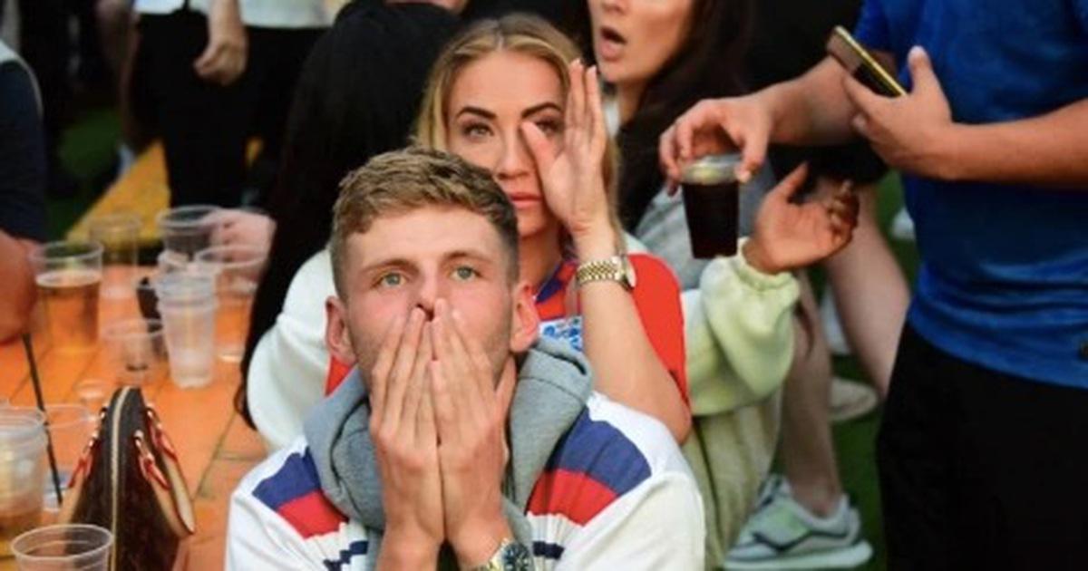 Người Anh rơi lệ sau thất bại ngay tại thánh địa Wembley