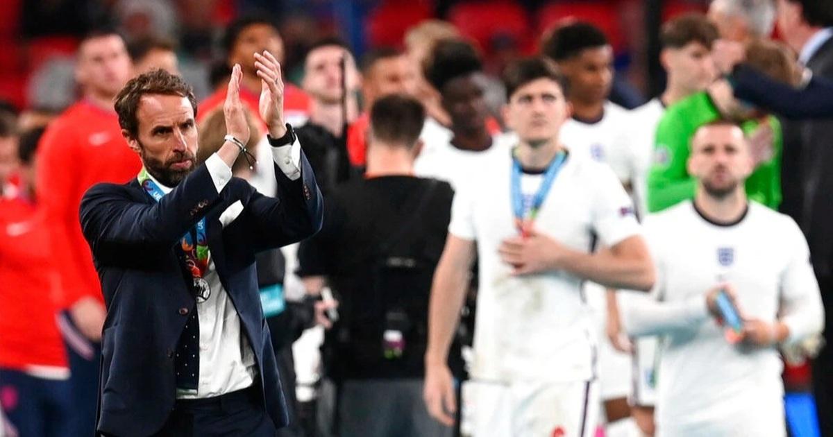 HLV đội tuyển Anh lên tiếng về những quyết định khó hiểu