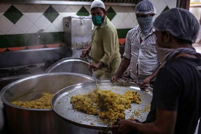 Điều chưa từng thấy tại Ấn Độ: Tầng lớp trung lưu cũng đói ăn - 2