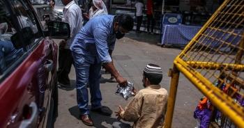 """Điều chưa từng thấy tại Ấn Độ: Tầng lớp trung lưu cũng """"đói ăn"""""""