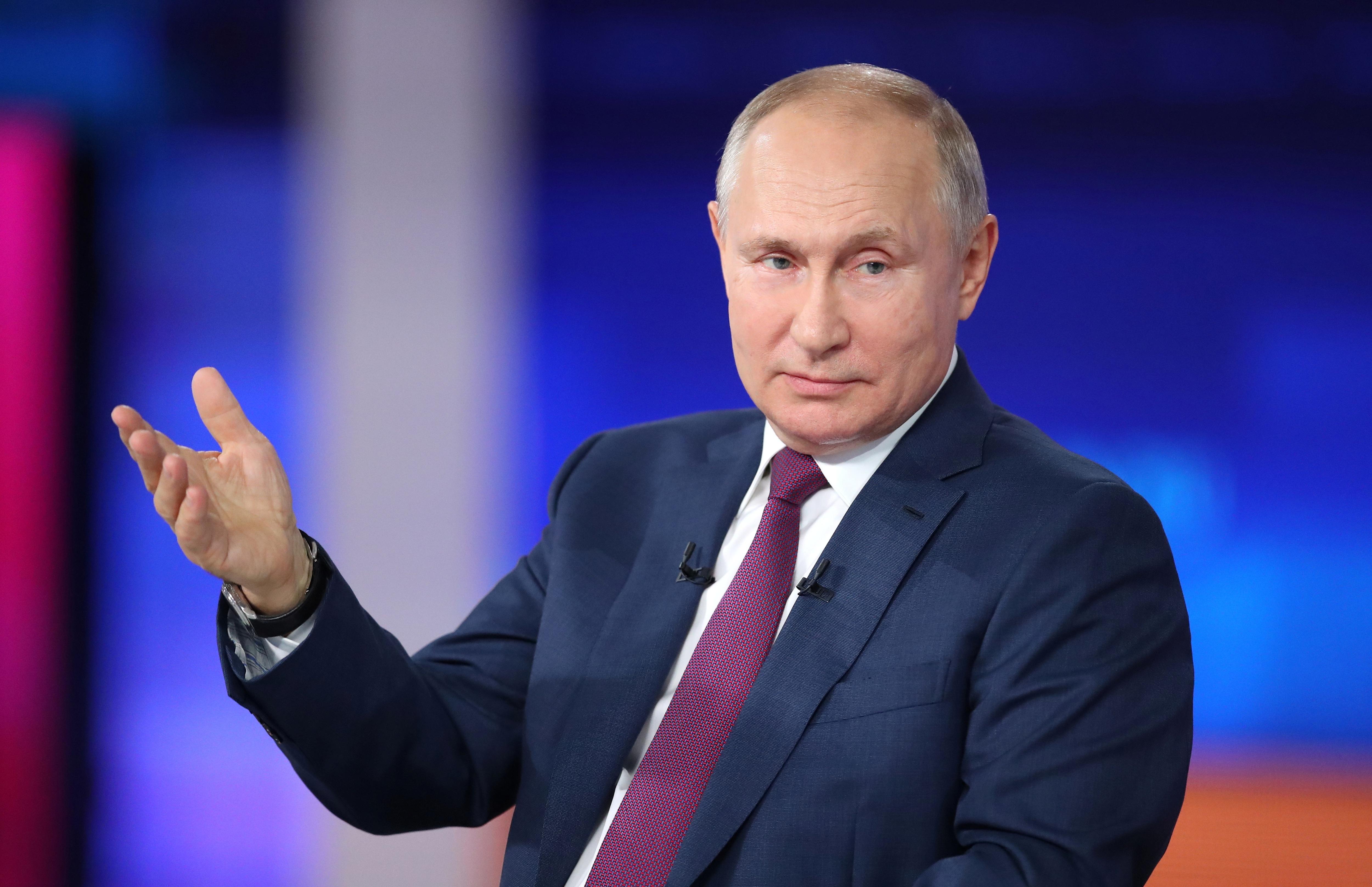"""21 năm ông Putin chèo lái """"con thuyền"""" nước Nga"""