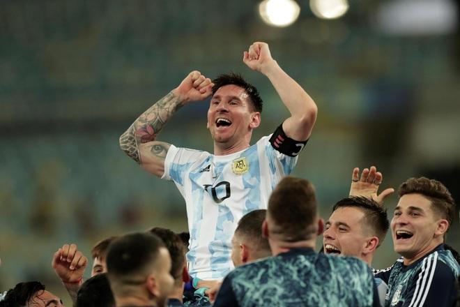 Ai đủ sức ngăn nổi Messi giành Quả bóng vàng thứ 7? - 2