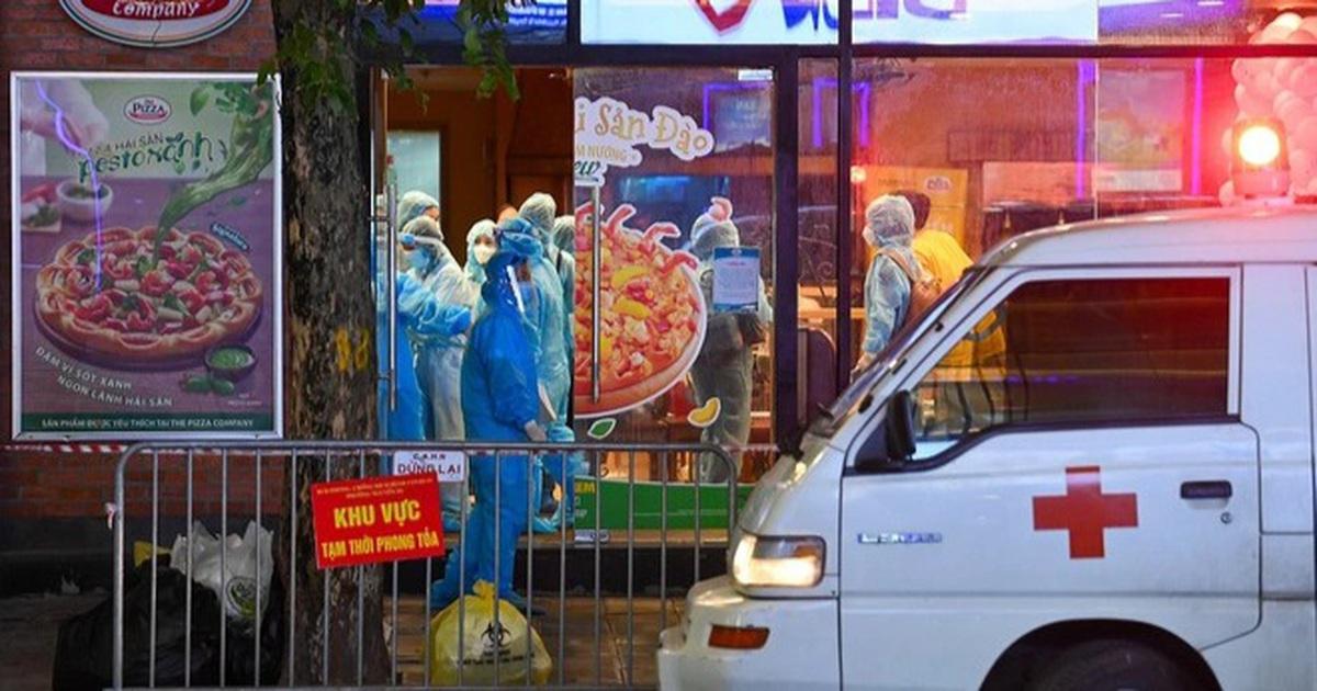 Hà Nội: 4 ca dương tính SARS-CoV-2, có nhân viên quán pizza ở phố trung tâm